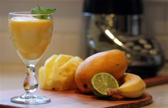 Pineapple Smoothie with ginger
