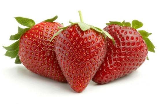 cleaning your teeth with strawberries